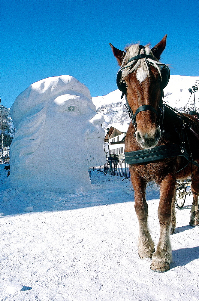 France, Alps In Winter, Savoie, Valloire, Ice Carving Contest, Horse Sledge And Sculpted Head Of Che Guevara *** Local Caption ***