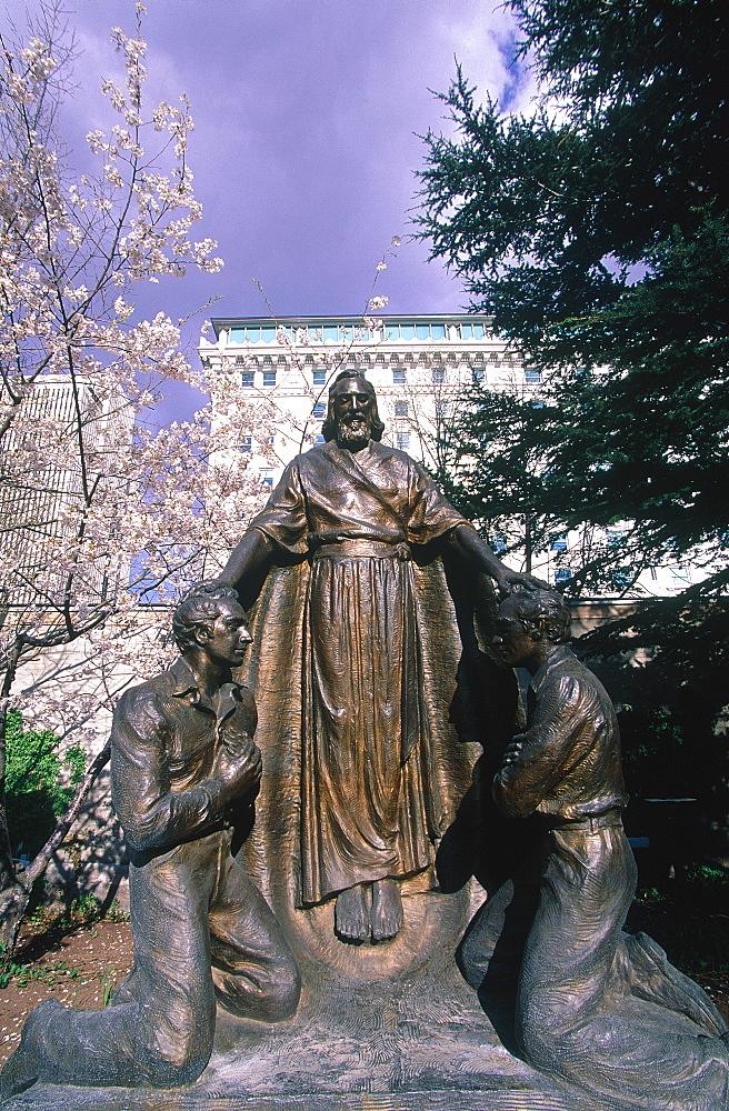 Usa, Utah, Salt Lake City, The Mormon Temple Park At Spring, Statue Of Prophet Joseph Smith Blessing Believers