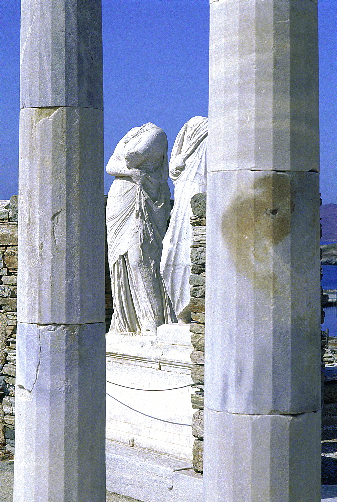 Greece, At Hens, Acropolis, The Parthenon Temple Bulit By Phidias, Columns At Fore, Statues In Side The Temple