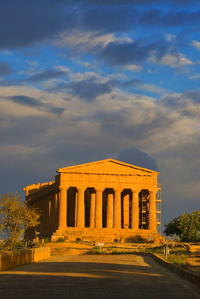 Temple of Concordia, Valley of the Temples, Agrigento, UNESCO World Heritage Site, Sicily, Italy, Europe - 718-2129
