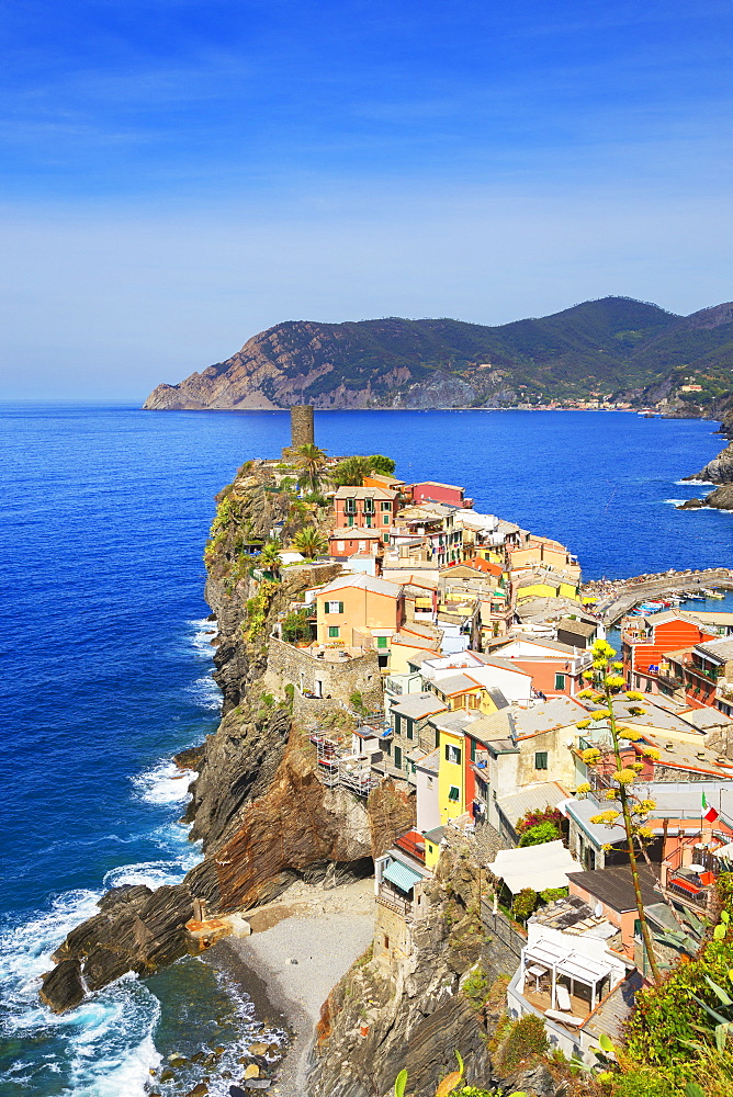 The colorful sea village of Vernazza, Cinque Terre, UNESCO World Heritage Site, Liguria, Italy, Europe - 718-2227