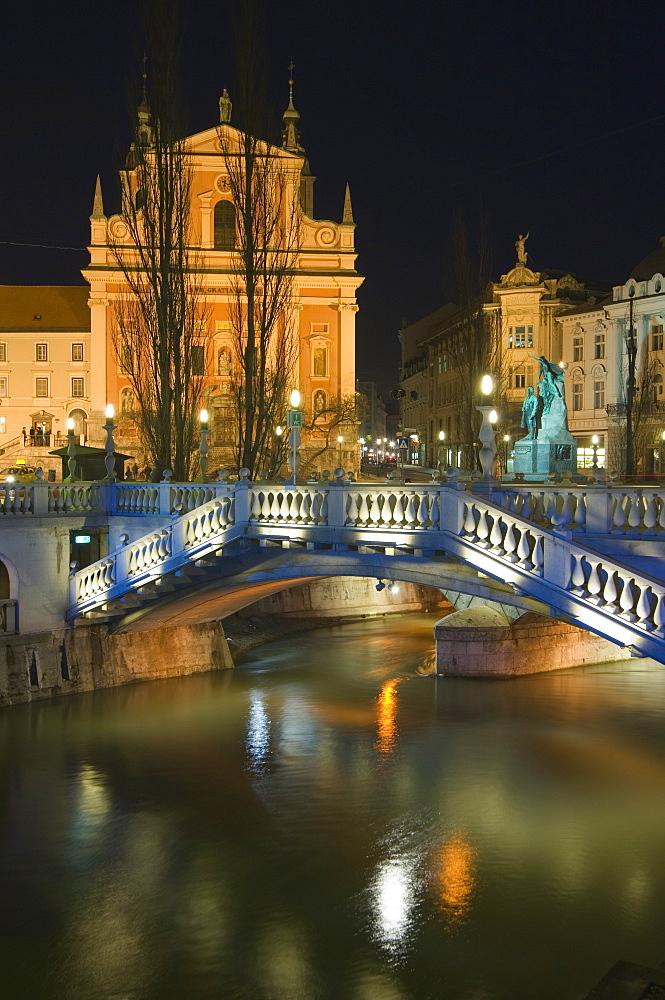 Tromstovje Triple bridge over the River Ljubljanica, Franciscan Church and Preseeren Square at night, Ljubljana, Slovenia, Eastern Europe, Europe