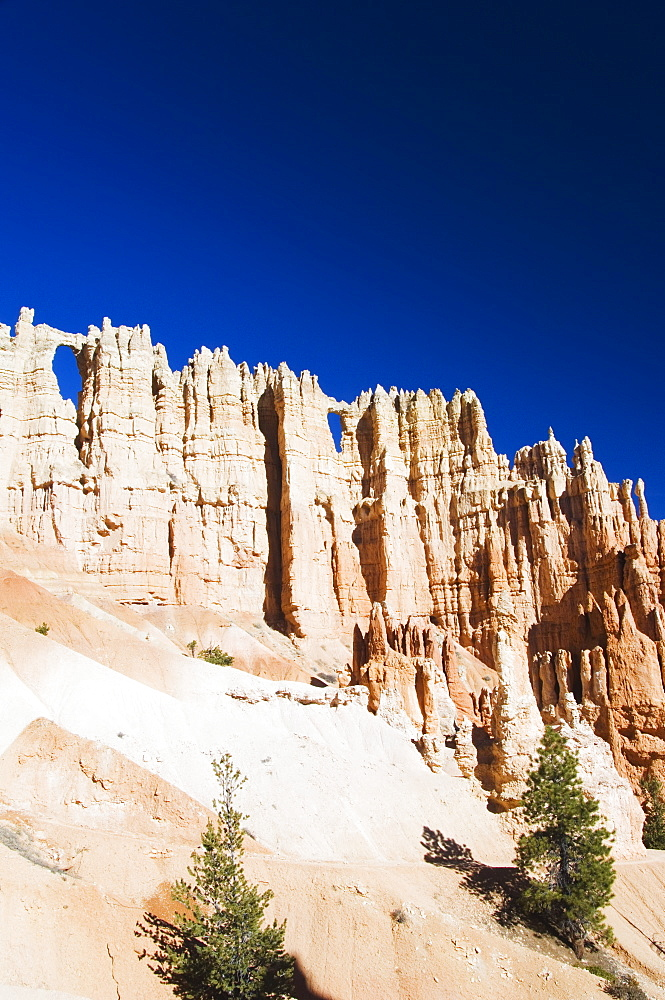 Colourful pinnacles and hoodoos on the Peekaboo Trail in Bryce Canyon National Park, Utah, United States of America, North America