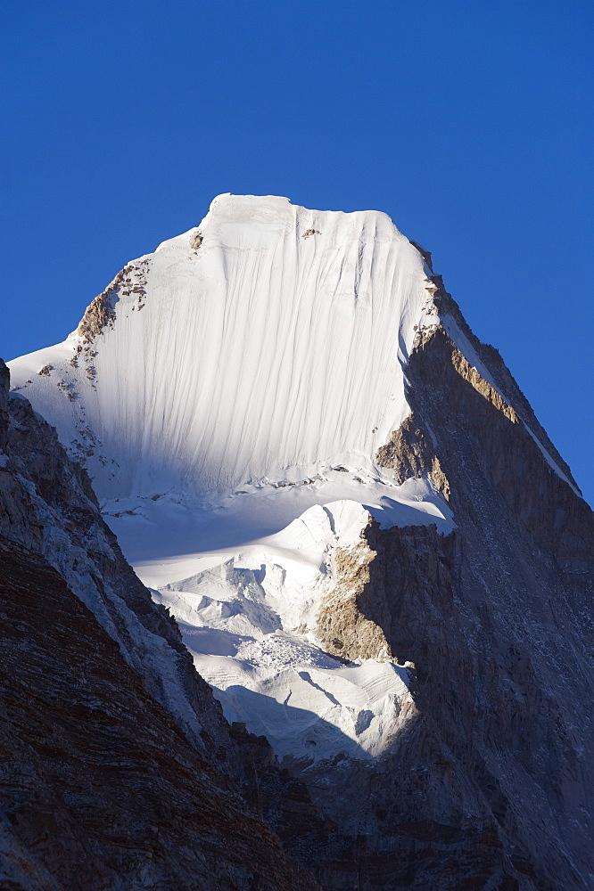 Lingtren, 6697m, Solu Khumbu Everest Region, Sagarmatha National Park, Himalayas, Nepal, Asia - 733-4209