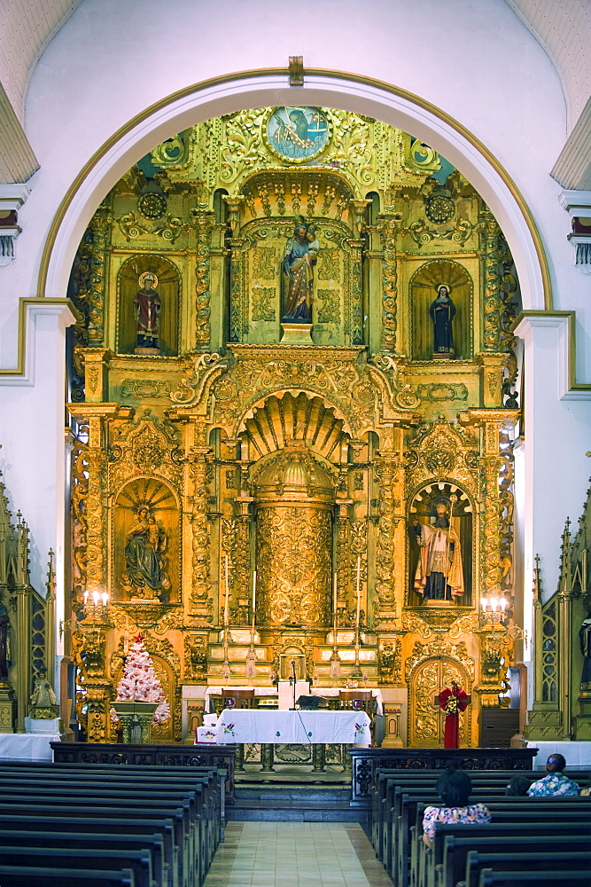 Gold altar in the Church of San Jose, historical old town, UNESCO World Heritage Site, Panama City, Panama, Central America