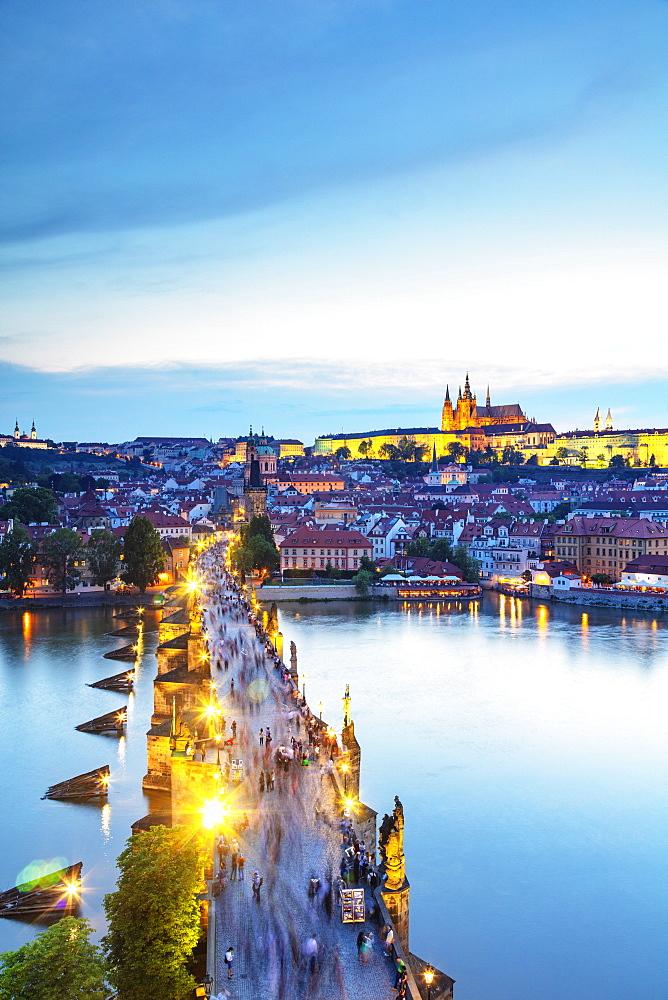 Charles Bridge, Prague Castle and St. Vitus Cathedral, Prague, UNESCO World Heritage Site, Bohemia, Czech Republic, Europe - 733-8027