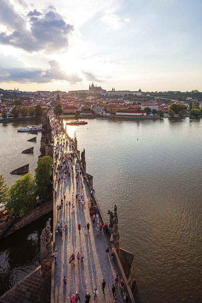 Charles Bridge, Prague Castle and St. Vitus Cathedral, Prague, UNESCO World Heritage Site, Bohemia, Czech Republic, Europe - 733-8028