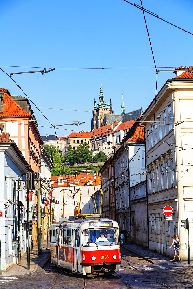 City tram, Prague Castle and St. Vitus Cathedral, Prague, UNESCO World Heritage Site, Bohemia, Czech Republic, Europe