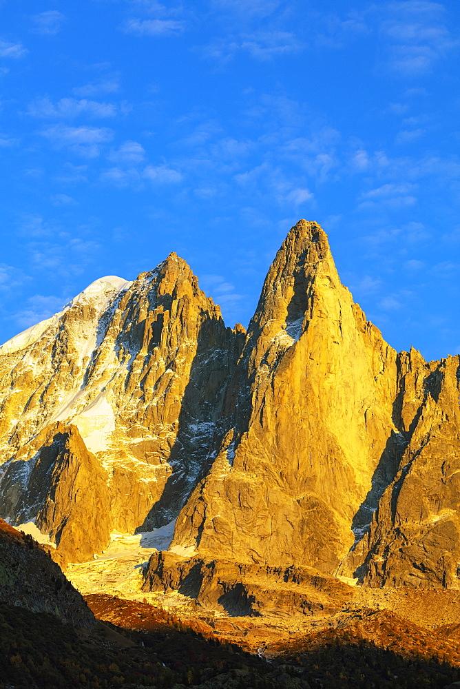 Aiguille Verte, 4122m, and Les Drus (Aiguille du Dru) 3754m, Chamonix, Haute Savoie, French Alps, France, Europe