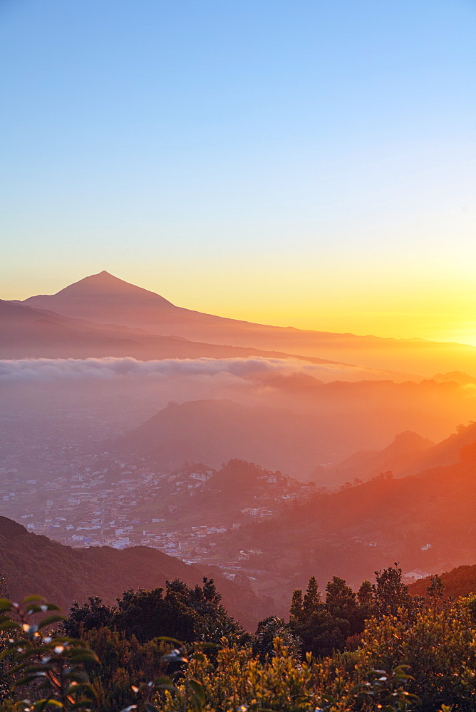 Europe, Spain, Canary Islands, Tenerife, Teide National Park, Unesco site, Pico del Teide (3718m) highest mountain in Spain, sunset - 733-8423