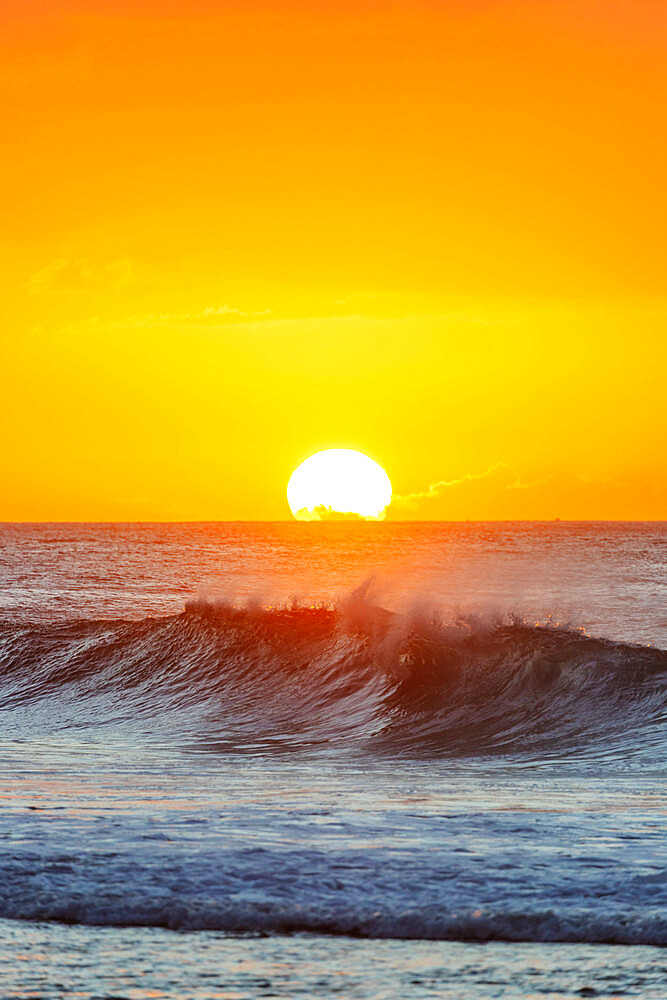 United States of America, Hawaii, Oahu island, waves on the North Shore at sunset
