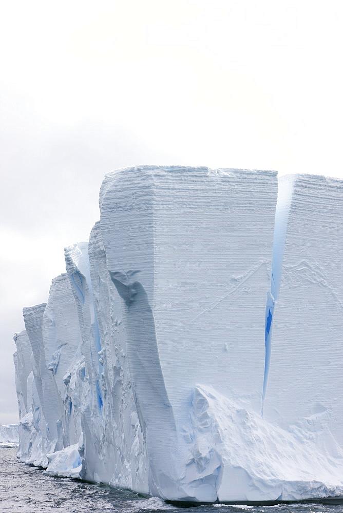 Tabular iceberg, Southern Ocean, Antarctic, Polar Regions - 748-1290