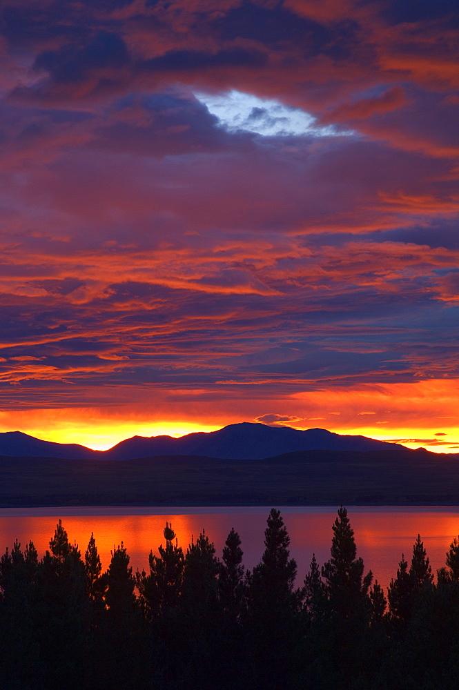 Sunrise, Lake Pukaki, Canterbury, South Island, New Zealand, Pacific