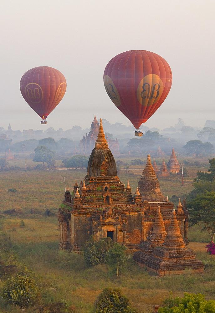 Balloons, Bagan (Pagan), Myanmar (Burma), Asia - 756-807