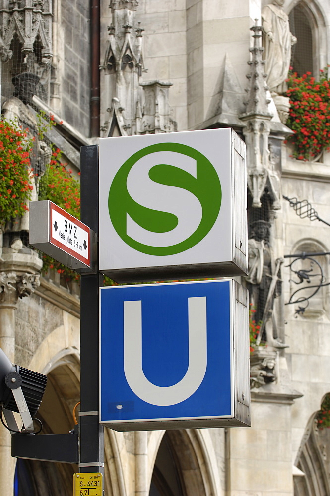 Sign for the S-Bahn and U-Bahn (suburban and underground public transport railways), Munich, Bavaria (Bayern), Germany, Europe