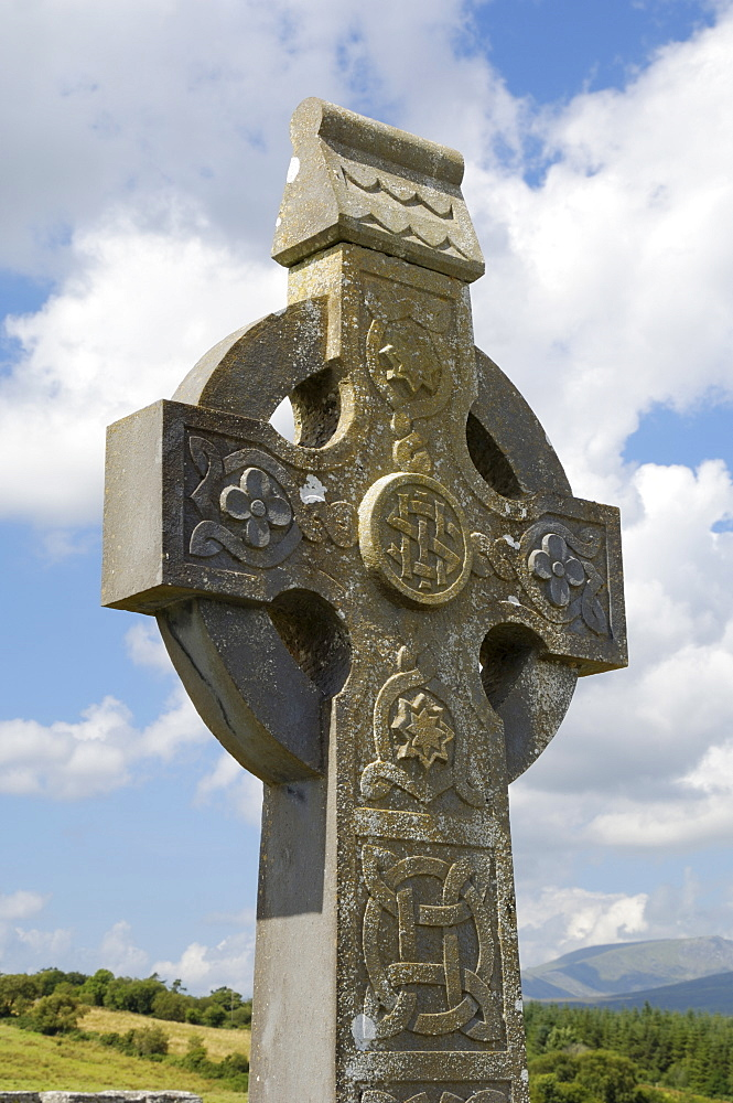 Celtic style cross, graveyard at Burrishoole Abbey, near Newport, County Mayo, Connacht, Republic of Ireland, Europe