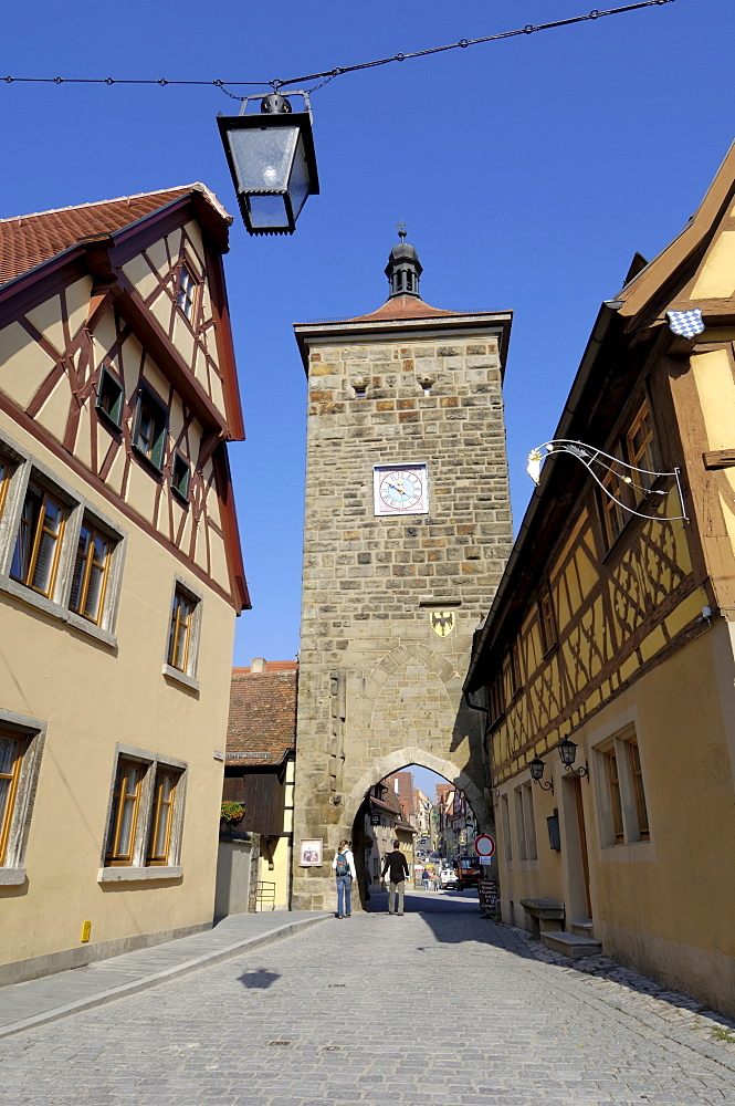Spitalgasse looking towards the Siebersturm (Siebers Tower) and Plonlein (Little Square), Rothenburg ob der Tauber, Bavaria (Bayern), Germany, Europe