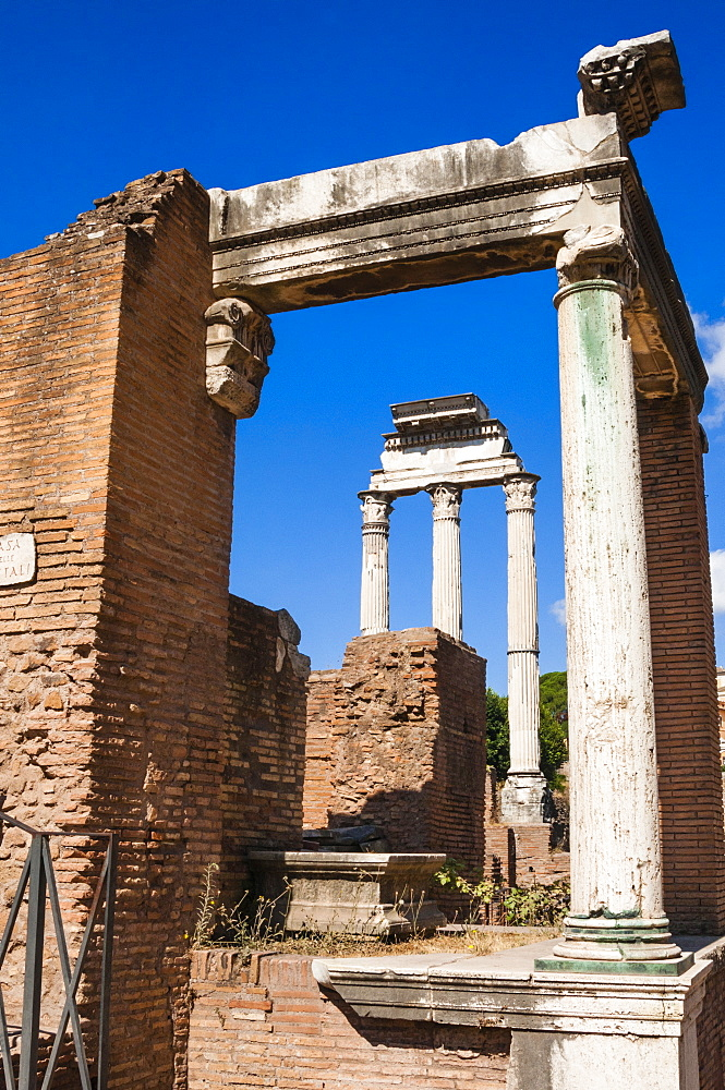 Temple of Castor and Pollux seen from House of the Vestal Virgins, Roman Forum, UNESCO World Heritage Site, Rome, Lazio, Italy, Europe