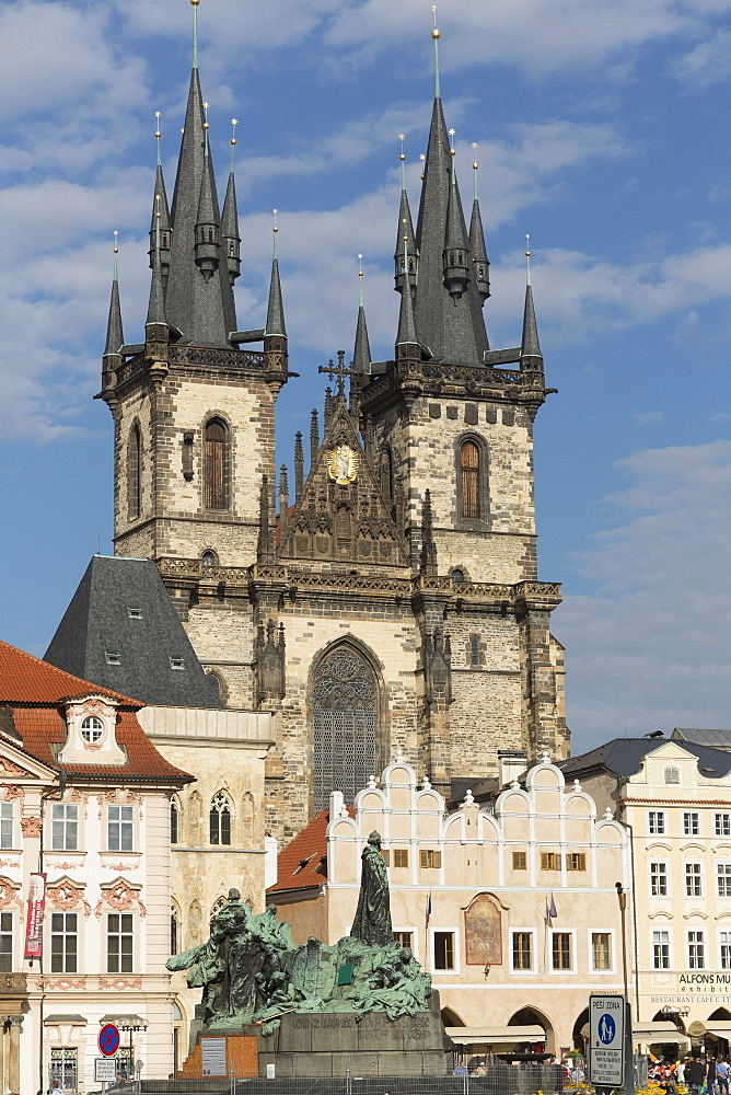 Old Town Square (Staromestske namesti) and Tyn Cathedral (Church of Our Lady Before Tyn), Prague, Czech Republic, Europe