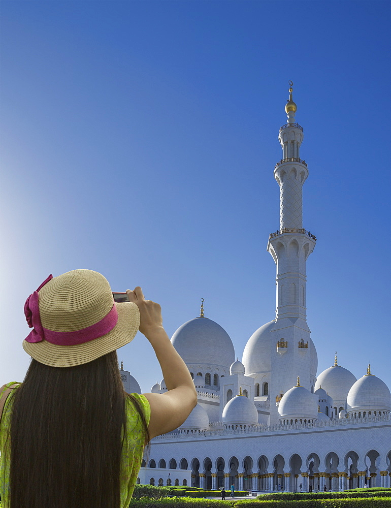 Woman photographing Sheikh Zayed Grand Mosque, Abu Dhabi, United Arab Emirates, Middle East - 772-3659