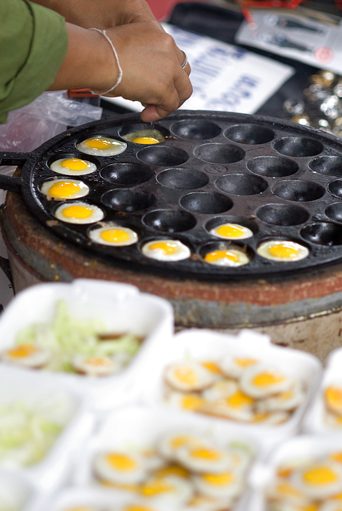 Cooking quail eggs, Chatuchak weekend market, Bangkok, Thailand, Southeast Asia, Asia - 784-233