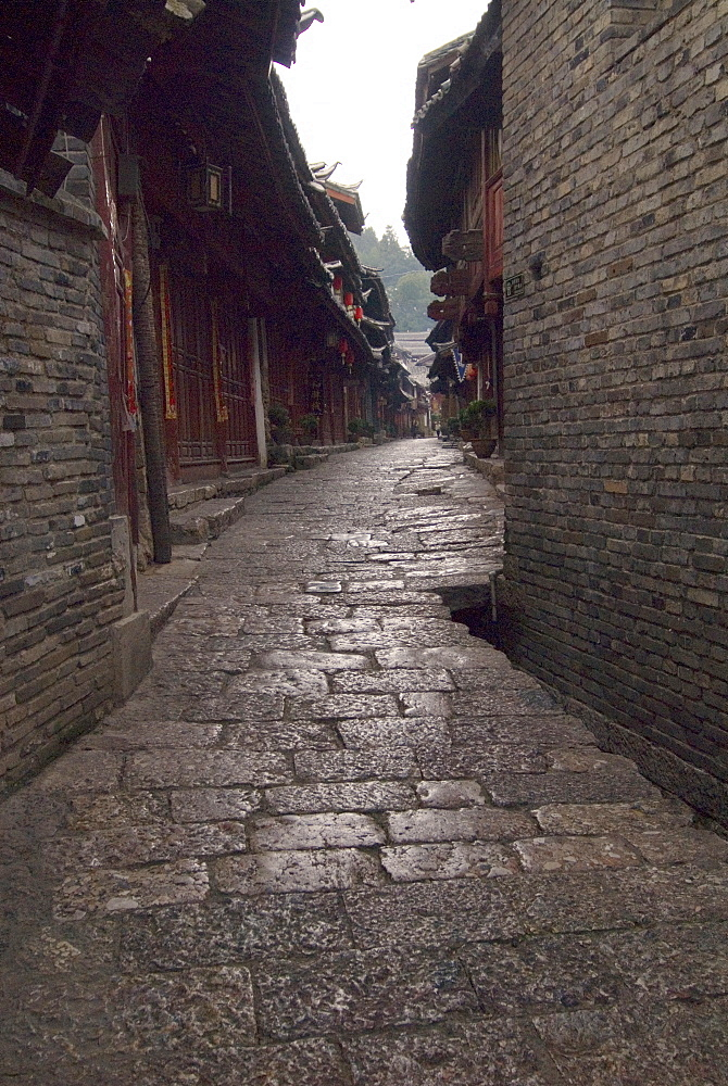 Early morning cobbled street, Lijiang old town, UNESCO World Heritage Site, Yunnan, China, Asia - 784-26