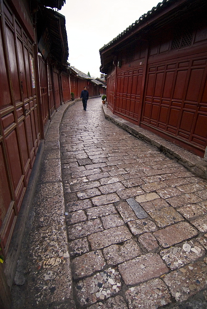 Early morning cobbled street, Lijiang old town, UNESCO World Heritage Site, Yunnan, China, Asia - 784-47