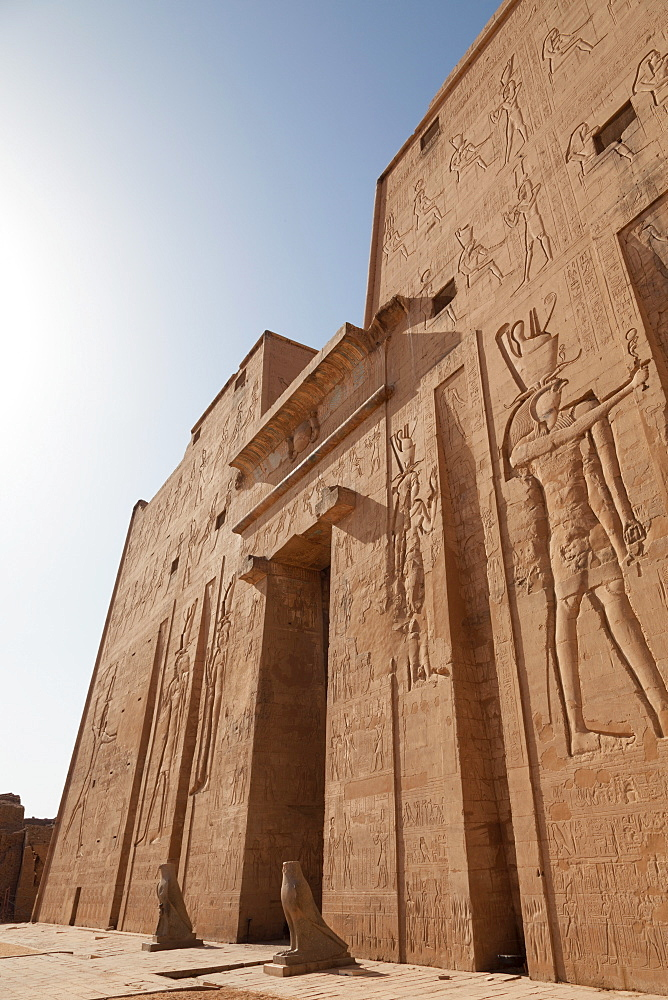 Facade of the ancient Egyptian Temple of Edfu, Egypt, North Africa, Africa