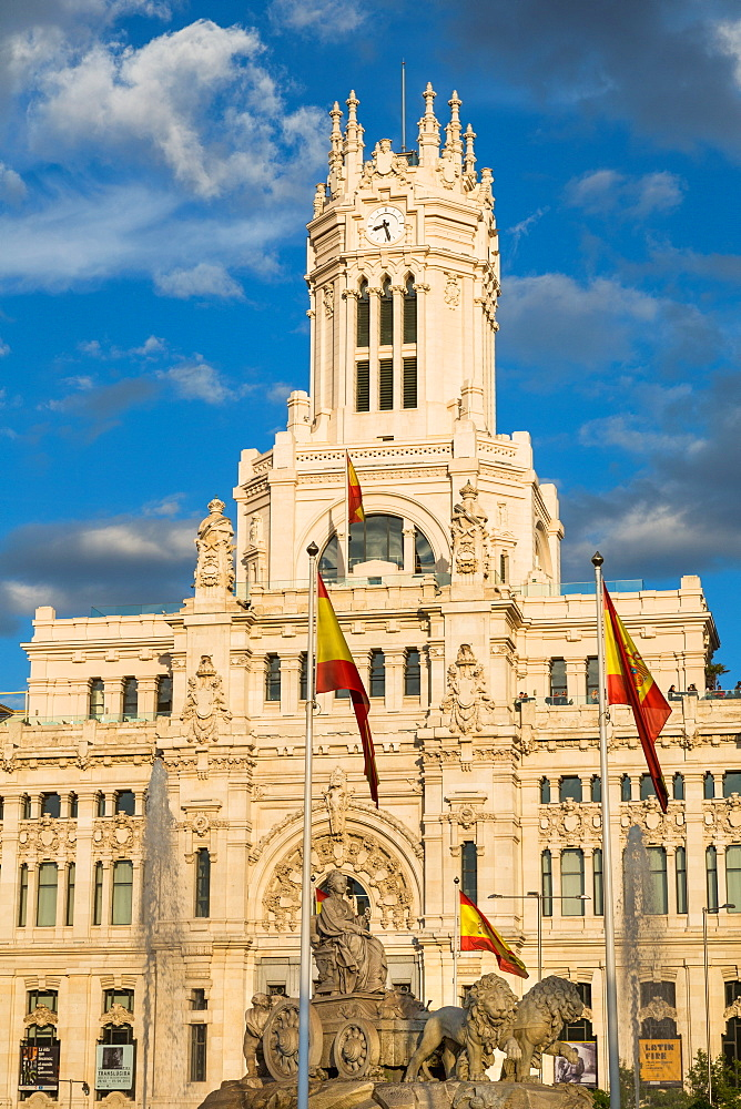 Fountain and Cybele Palace, formerly the Palace of Communication, Plaza de Cibeles, Madrid, Spain, Europe
