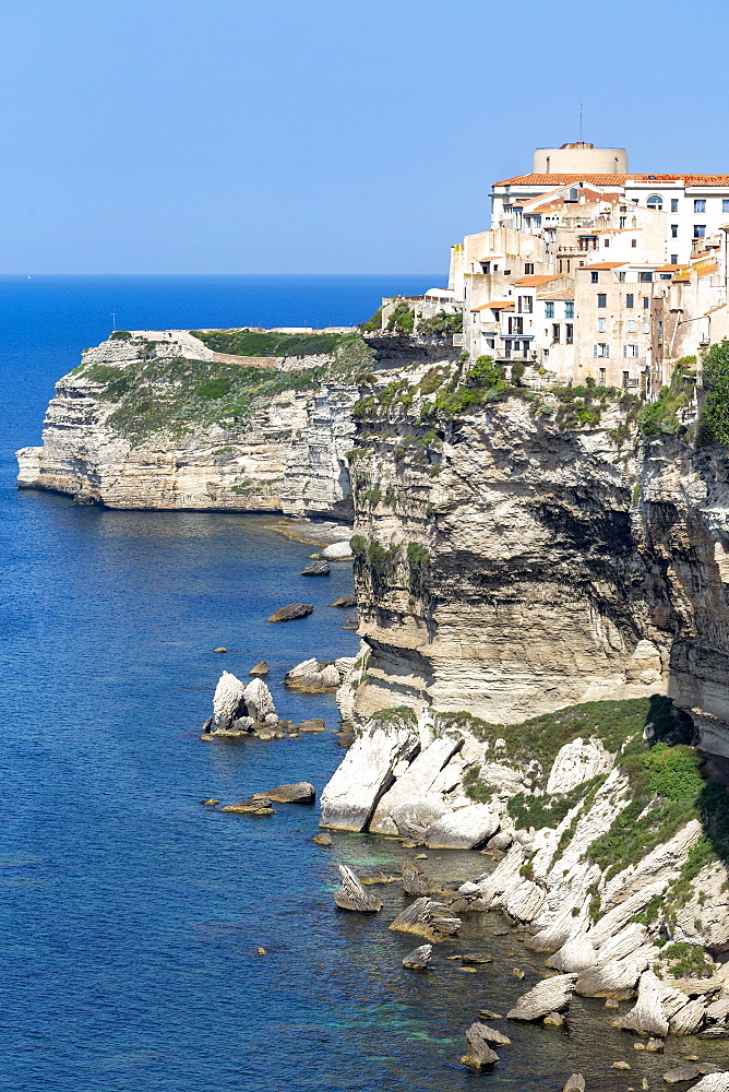 The Citadel and old town of Bonefacio perched on rugged cliffs - 785-2357