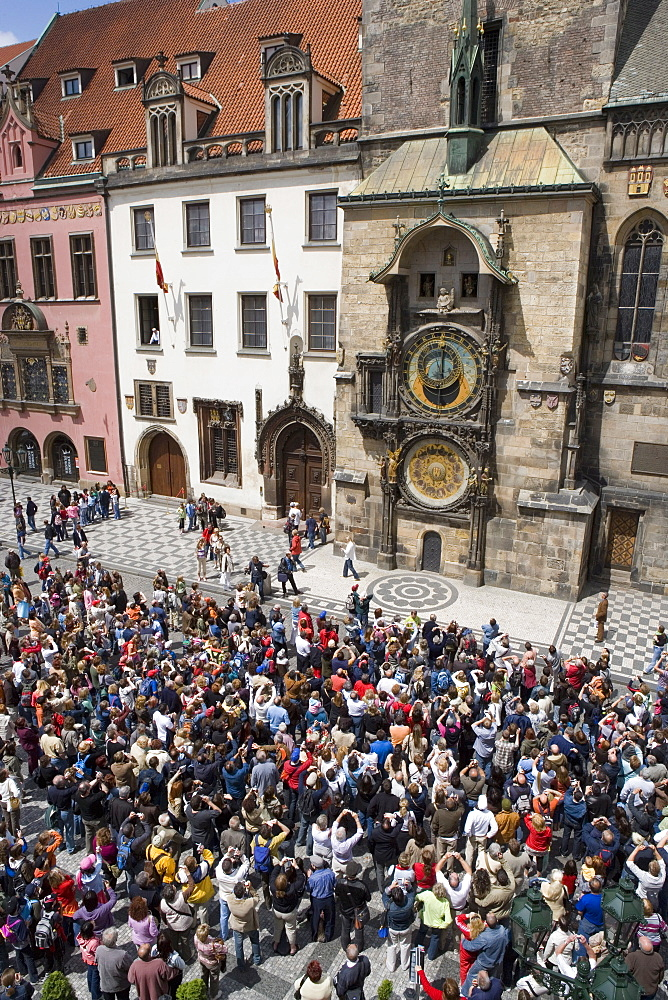 Crowds of tourists in front of the Astronomical clock, Town Hall, Old Town Square, Old Town, Prague, Czech Republic, Europe