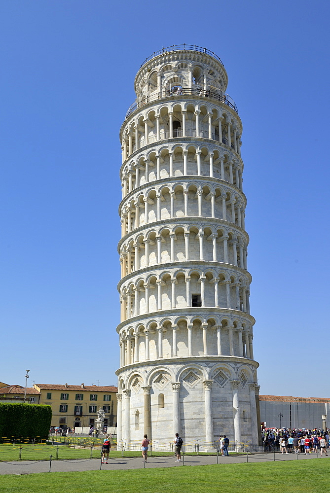 Leaning Tower (Torre Pendente), Piazza del Duomo (Cathedral Square), Square of Miracles, UNESCO World Heritage Site, Pisa, Tuscany, Italy, Europe