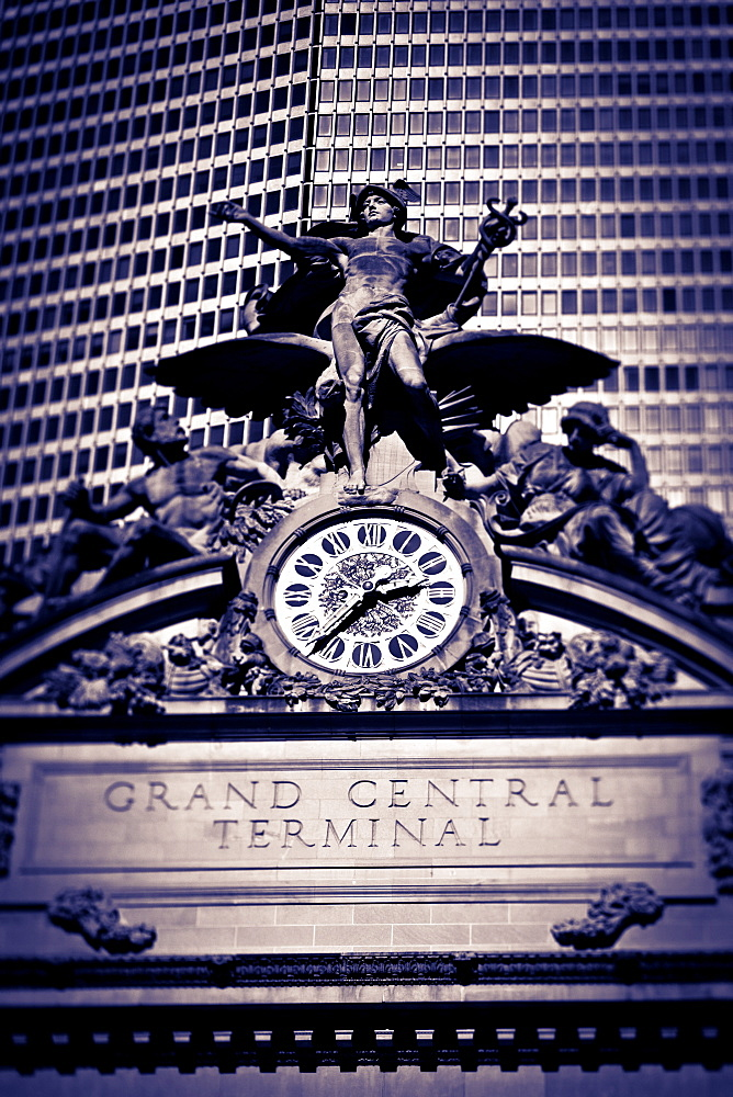 Statue of Mercury and Clock on the 42nd Street facade of Grand Central Terminus Station, Manhattan, New York City, New York, United States of America, North America