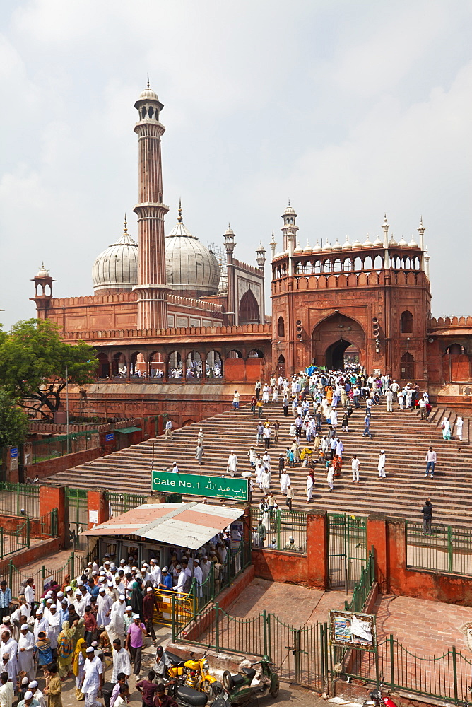 People leaving the Jama Masjid (Friday Mosque) after the Friday Prayers, Old Delhi, Delhi, India, Asia