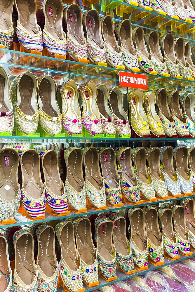 Traditional Indian slippers for sale, Amritsar, Punjab, India, Asia - 794-4594