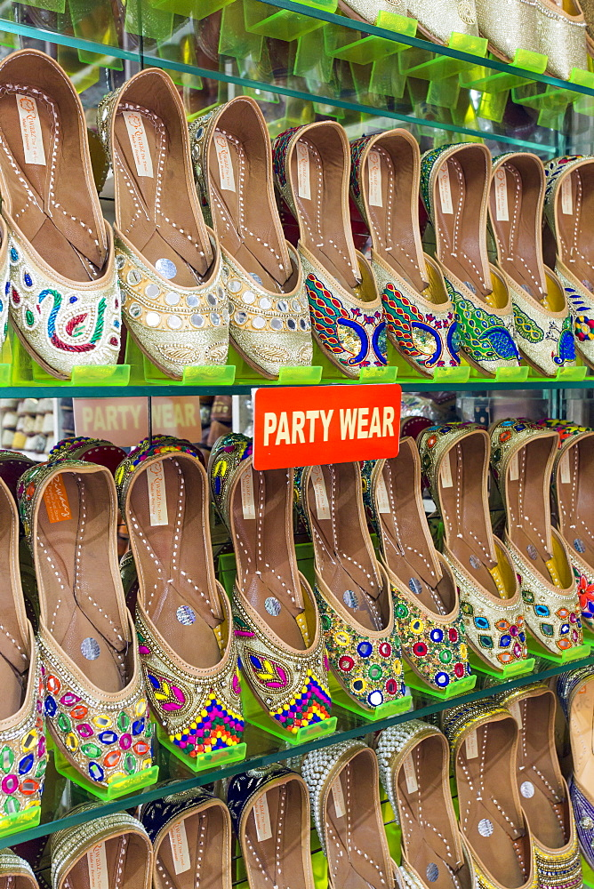 Traditional Indian slippers for sale, Amritsar, Punjab, India, Asia - 794-4596