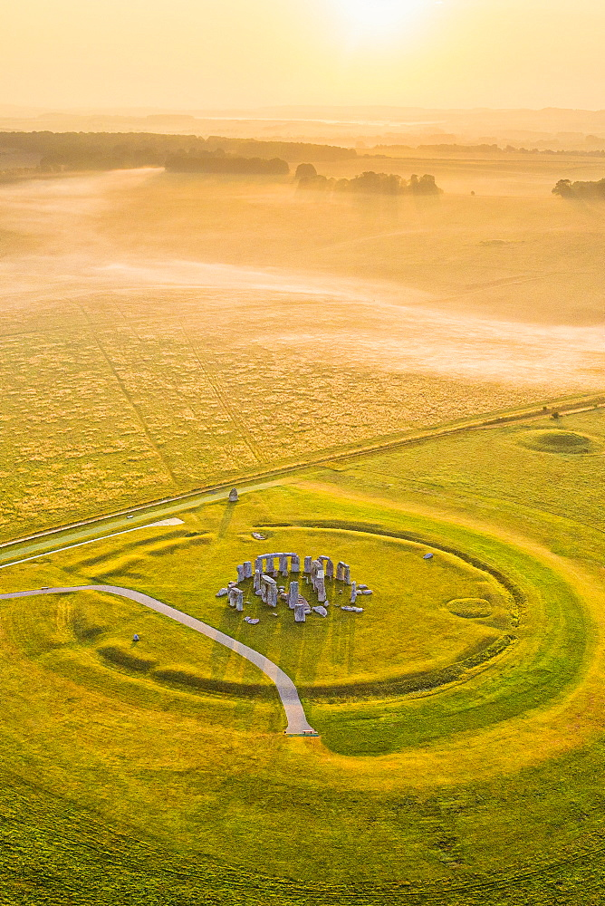 Stonehenge, UNESCO World Heritage Site, Salisbury Plain, Wiltshire, England, United Kingdom, Europe