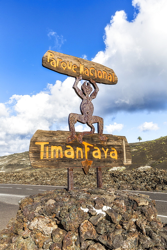 Spain, Canary Islands, Lanzarote, Timanfaya National Park, National Park entrance sign - 794-4818
