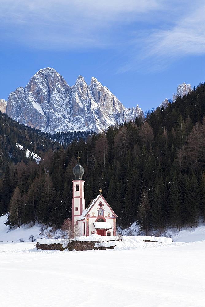 Winter landscape of St. Johann church in Ranui in Villnoss, Geisler Spitzen, 3060m, Val di Funes, Dolomites, Trentino-Alto Adige, South Tirol (Tyrol), Italy, Europe