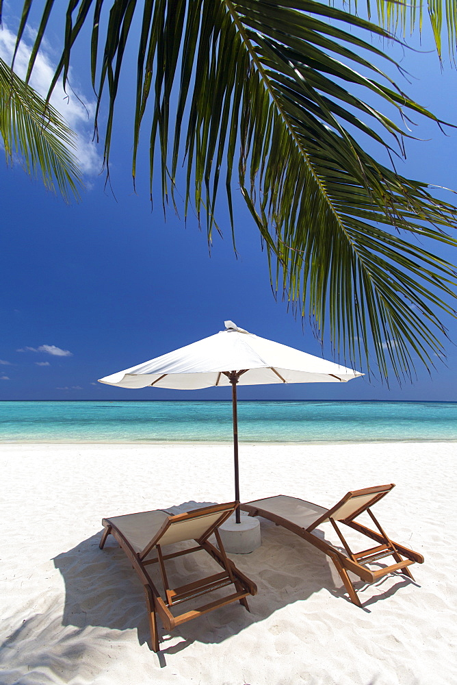 Lounge chairs on tropical beach, Maldives, Indian Ocean, Asia - 795-522