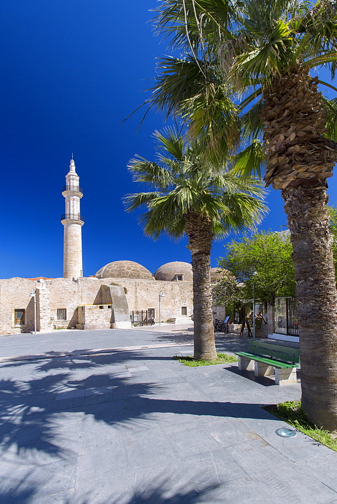 The minaret of the historic Nerantze Mosque (Gazi Hussein Mosque) in the old town in Rethymnon, island of Crete, Greek Islands, Greece, Europe