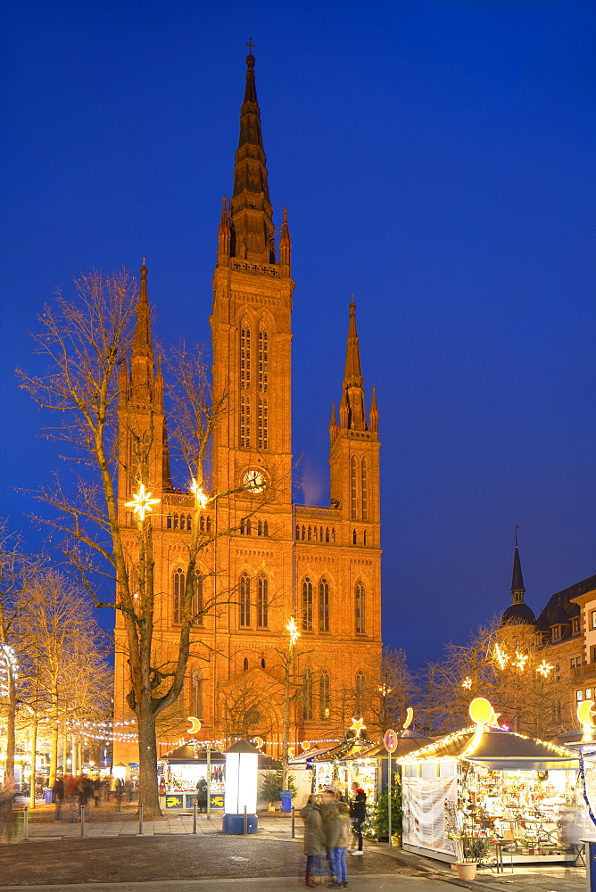 Christmas market and Marktkirche (Market Church) at dusk, Wiesbaden, Hesse, Germany