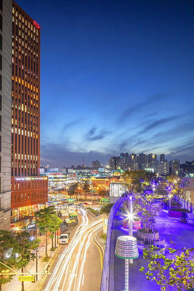 Seoul 7017 Skygarden and Seoul Station at dusk, Seoul, South Korea, Asia - 800-3904