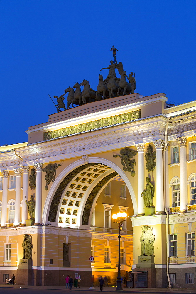 Alexander Column (left), Triumphal Arch, General Staff Building, St Petersburg, UNESCO World Heritage Site, Russia
