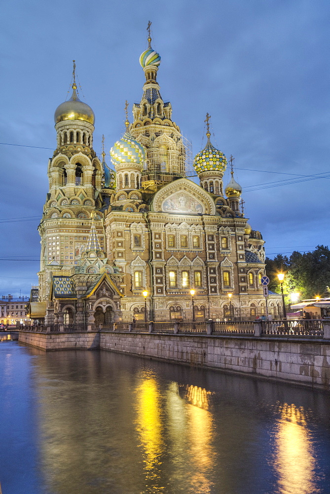 Evening, Church on Spilled Blood (Resurrection Church of Our Saviour), UNESCO World Heritage Site, St. Petersburg, Russia, Europe
