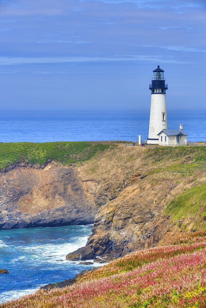 Yaquina Lighthouse, near Agate Beach, Oregon, United States of America, North America - 801-2427
