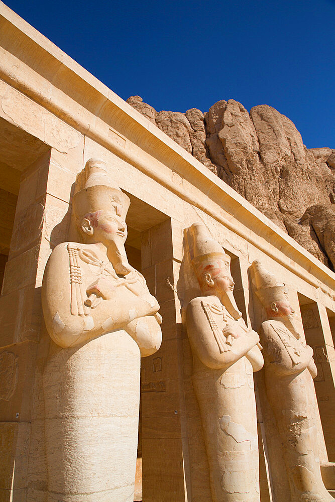 Statues of Queen Hatshepsut, Hatshepsut Mortuary Temple (Deir el-Bahri), UNESCO World Heritage Site, Luxor, Thebes, Egypt, North Africa, Africa