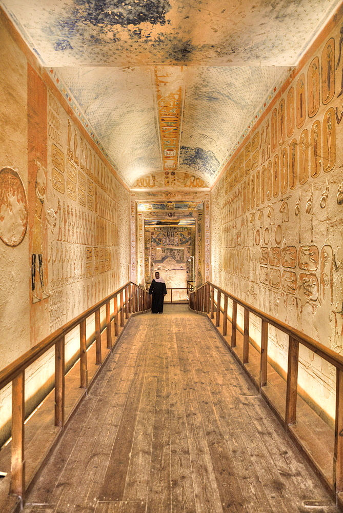 Caretaker, Hallway to Burial Chamber, Tomb of Ramses IV, KV2, Valley of the Kings, UNESCO World Heritage Site, Luxor, Thebes, Egypt, North Africa, Africa