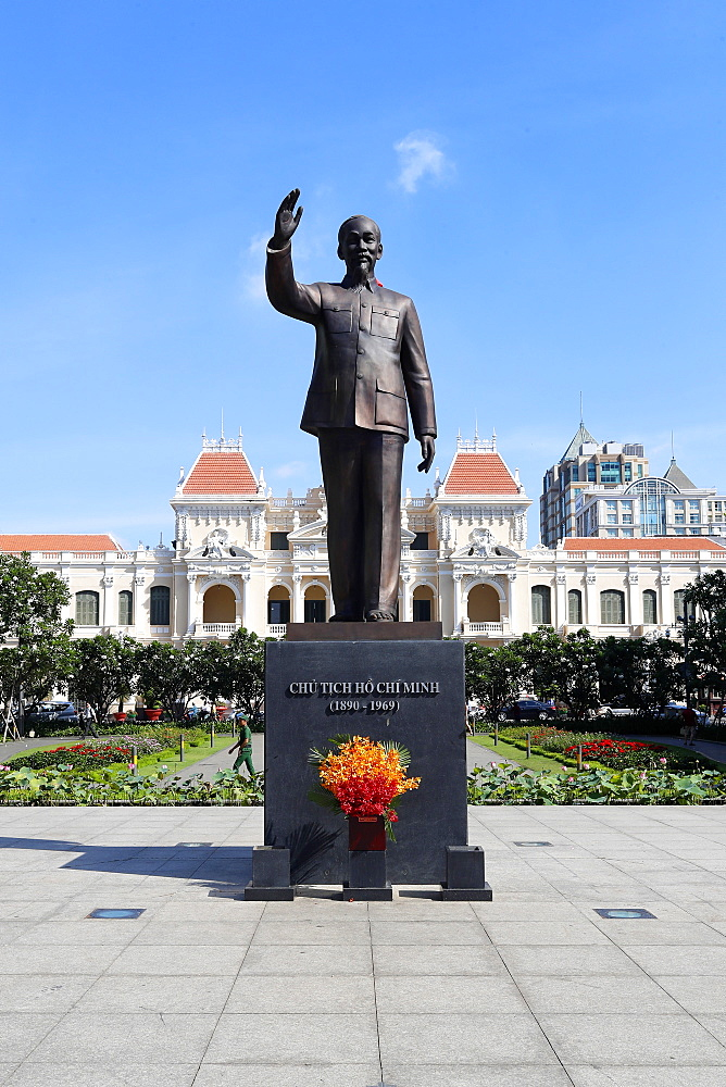 District 1, Ho Chi Minh statue and City Hall, Ho Chi Minh City, Vietnam, Indochina, Southeast Asia, Asia - 809-7642