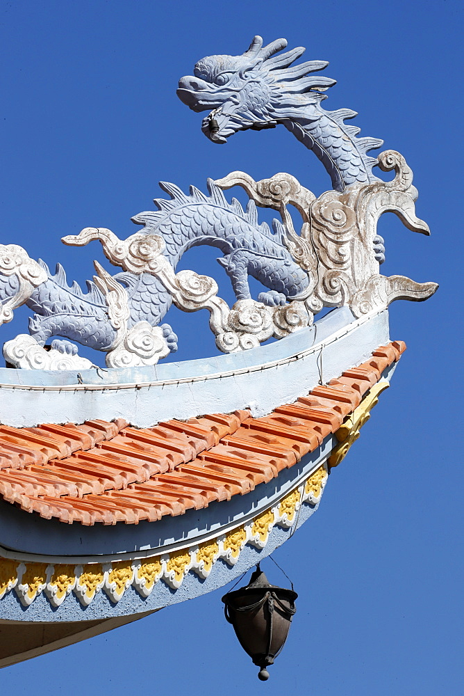 Asian temple dragon roof, Huynh Dao Buddhist temple, Chau Doc, Vietnam, Indochina, Southeast Asia, Asia